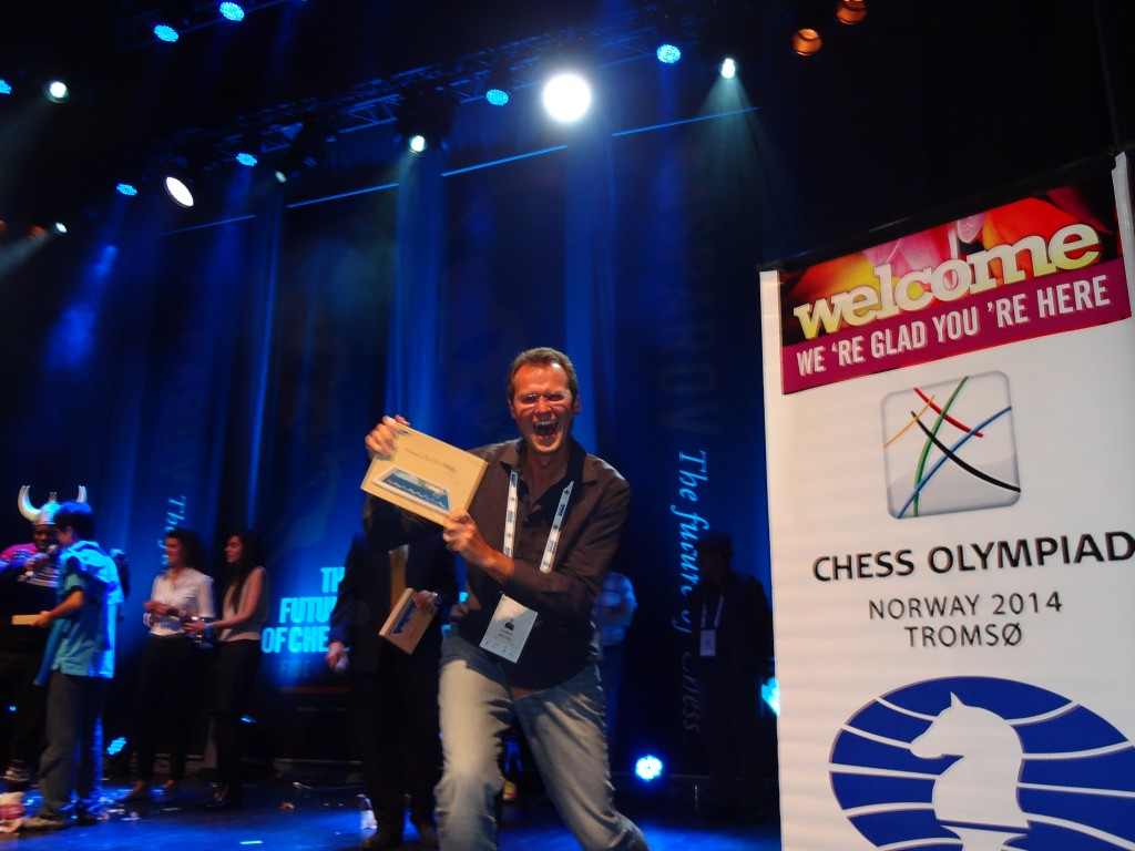 Australian arbiter Gary Bekker won a sweet lucky-draw prize at the Kasparov party