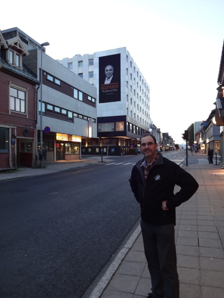 Paul Spiller (from NZ) in front of one of the larger pro-Kasparov posters in Tromsø